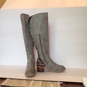 Gray Faux Leather Block Heel Boots Sz 8